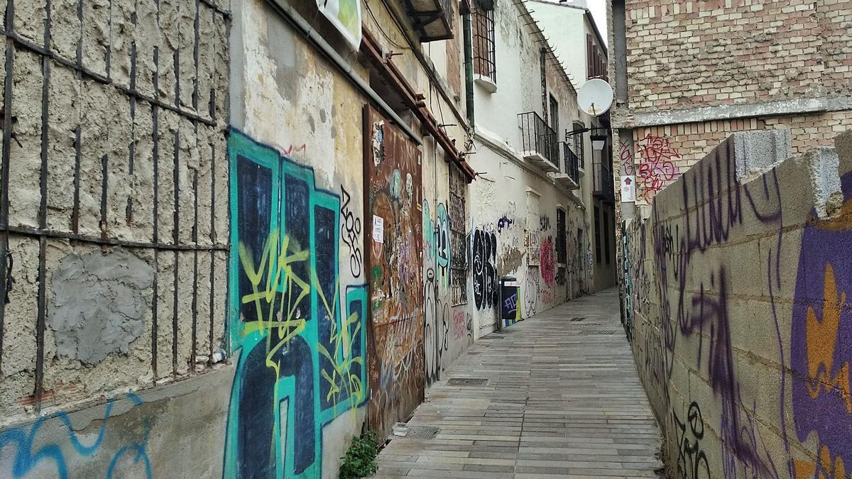 Arranque de la calle Tomás de Cózar, cerca de donde se encontraba la desaparecida Cárcel del Obispo.