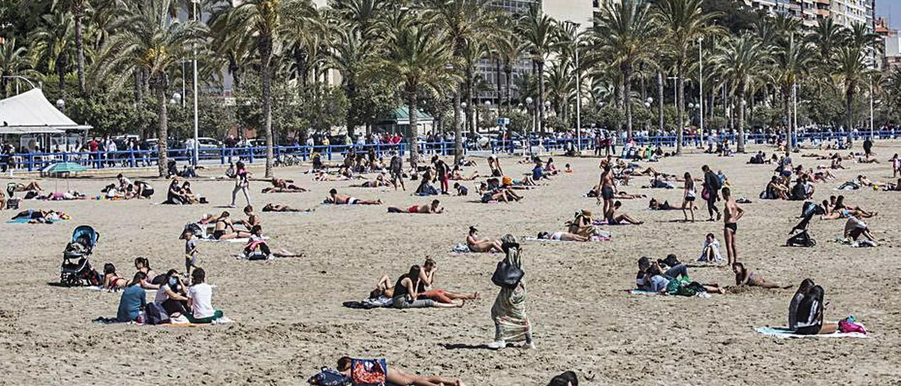 Alicante, en el Postiguet, este pasado lunes de Pascua.