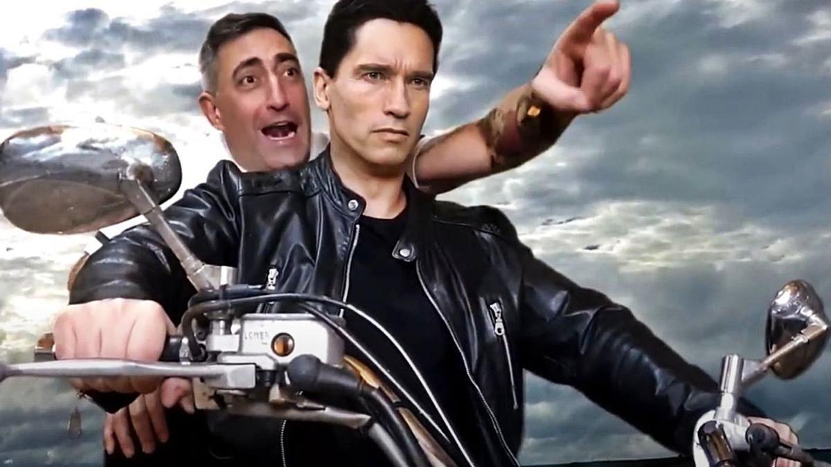 Terminator y Diego Duende montan juntos en moto en un momento del vídeo.   Cedida
