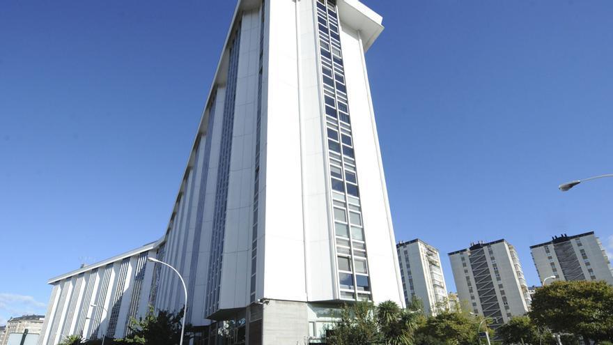 Sanidade aplica los protocolos de seguridad en el edificio administrativo de la Xunta tras detectar tres positivos