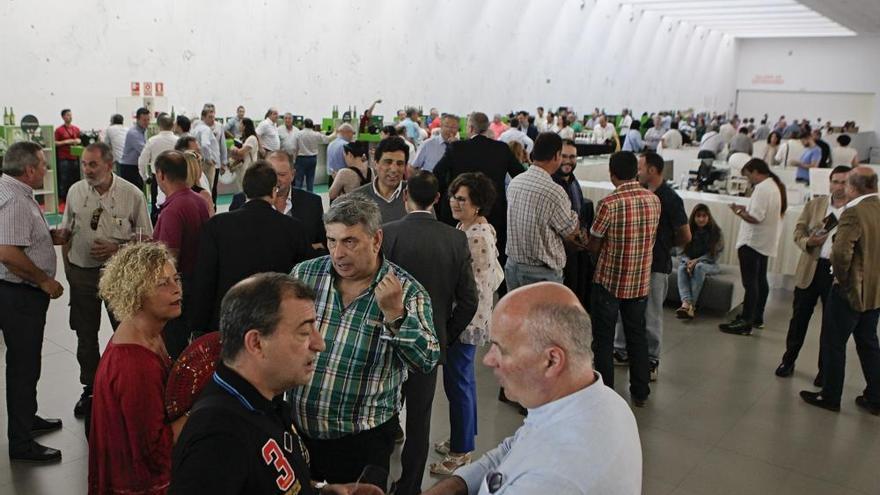 La sidra asturiana se une para producir más de cuatro millones de litros al año