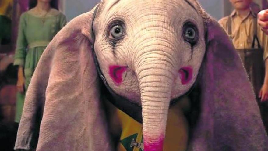 Tim Burton presenta a Dumbo