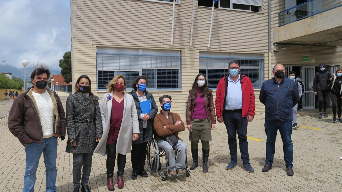 La alcaldesa de Calp, Ana Sala junto a los portavoces de la oposición, en el IES Ifach de Calp, ayer