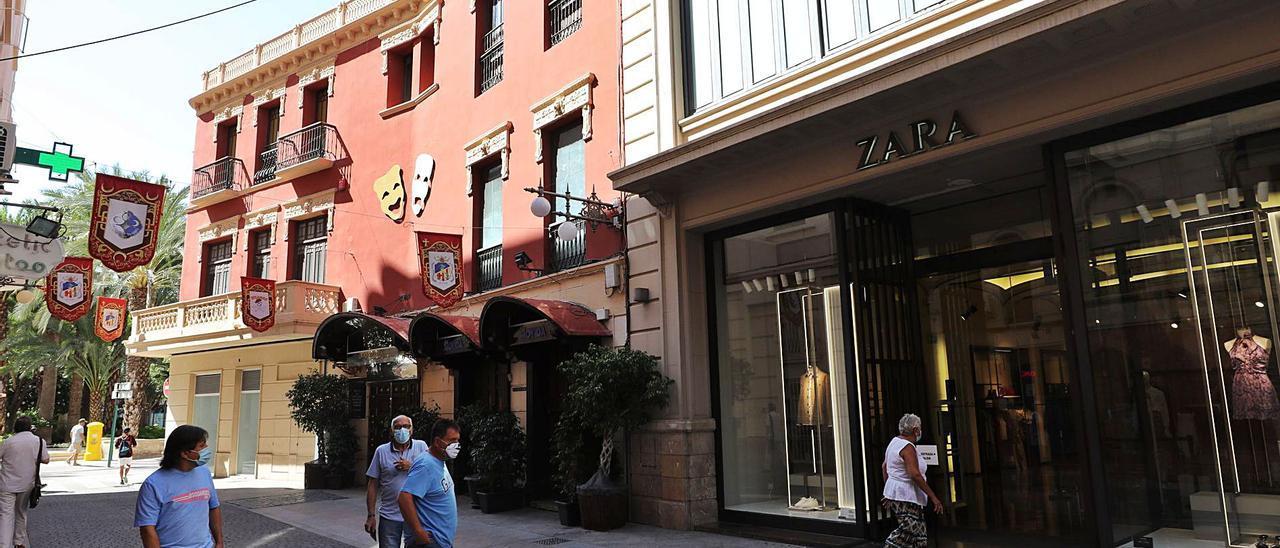 El edificio de la calle Trinquet durante uno de los últimos días de apertura de Zara, en una imagen del pasado verano.