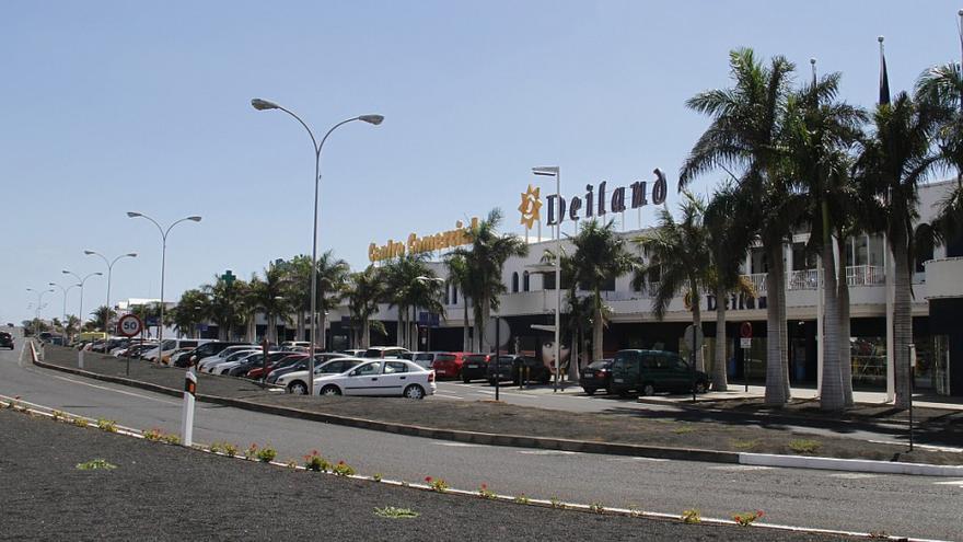Evacuado un centro comercial en Lanzarote tras un incendio en una hamburguesería