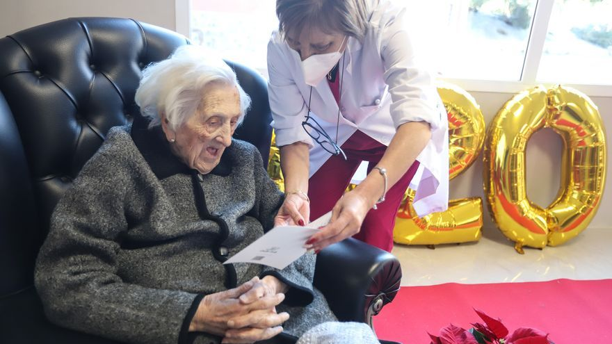 Ana Mira, una anciana de 102 años primera vacunada contra la COVID19 en la Vega Baja