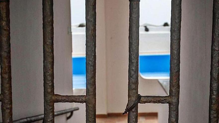 Costas en Madrid sigue sin aclarar el futuro de la  piscina de Los Silos