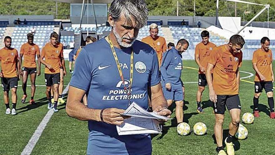 El Atlético Baleares defiende su liderato en Eivissa