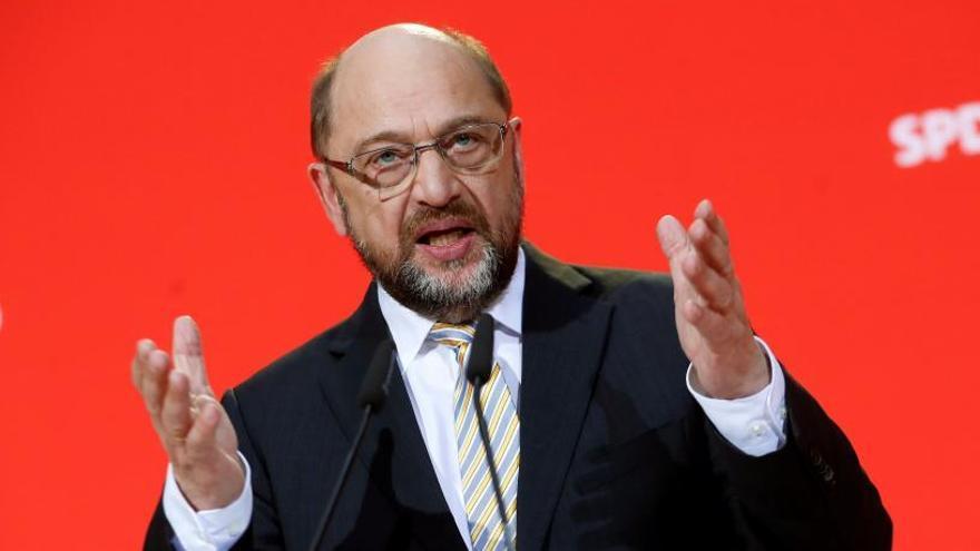 Schulz niega un preacuerdo para impulsar una gran coalición con Merkel