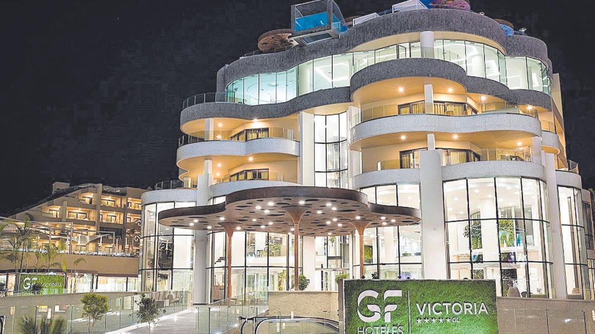 La fachada principal del hotel GF Victoria, en el municipio de Adeje.