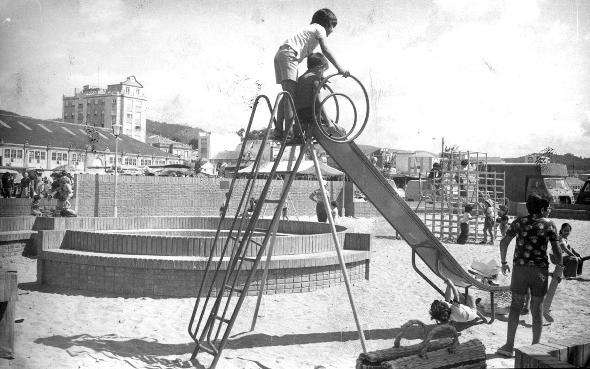 Parque infantil de Cangas Magar.jpg