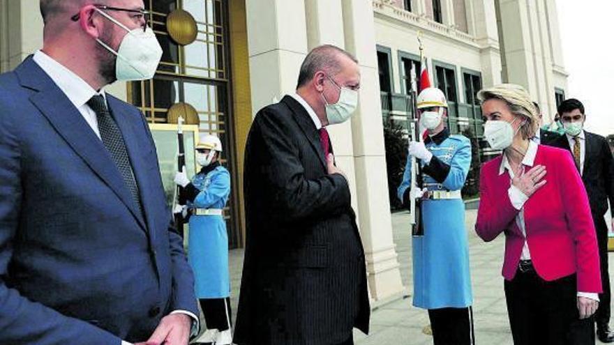 Els líders de la UE insten el president turc a respectar els drets humans
