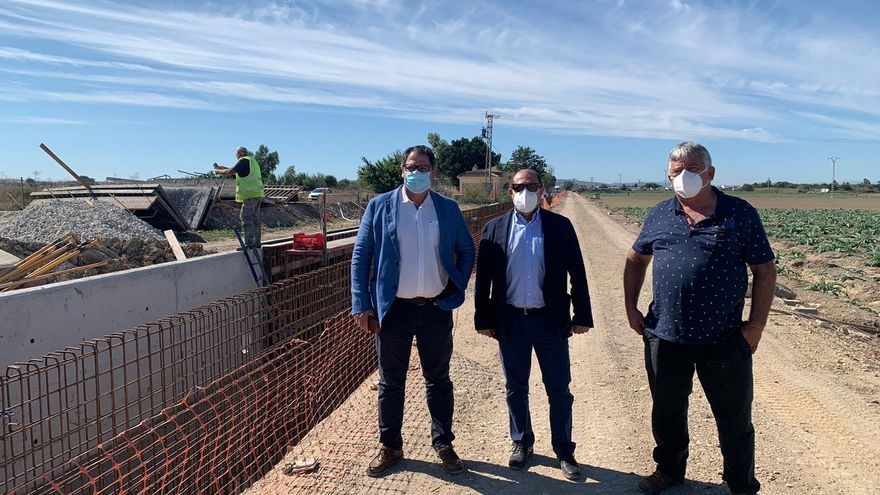 Agricultura descarta entubar los azarbes tras la experiencia de la DANA y repara el de Los Vidales con 1,9 millones de inversión