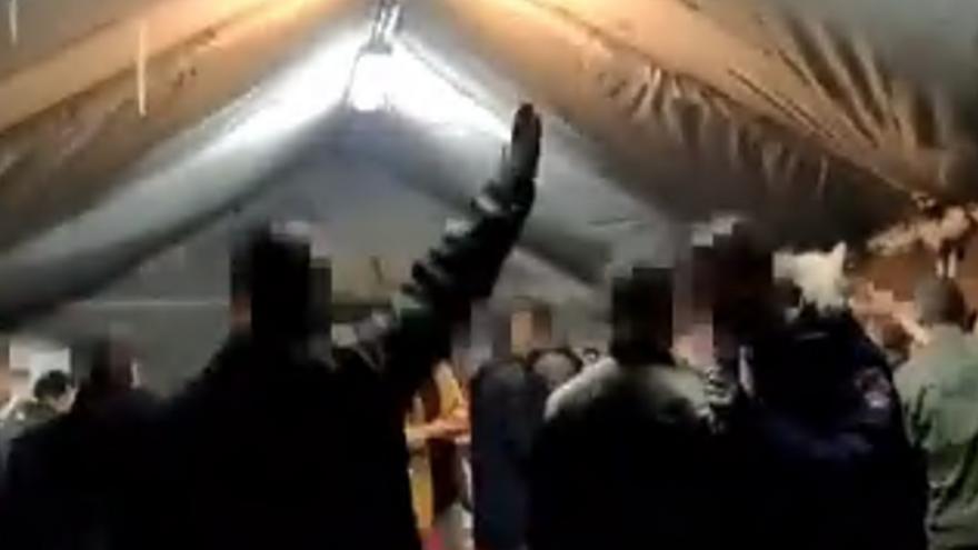 Podemos denuncia un vídeo en el que varios militares hacen el saludo nazi