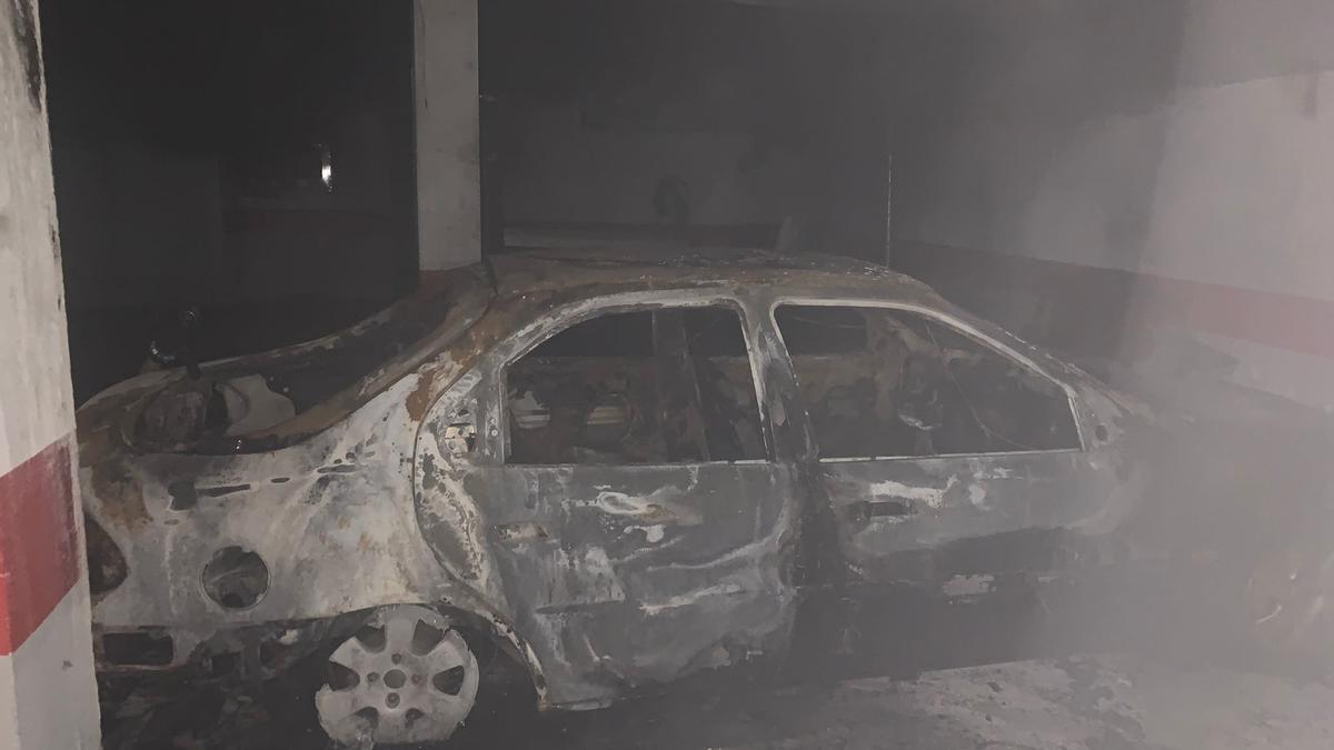 Incendio en un aparcamiento subterráneo en Campos