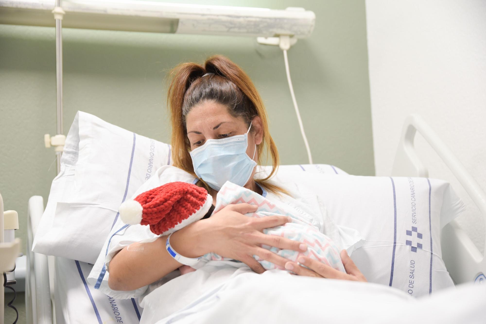 Sara, primera bebé nacida en Tenerife en 2021