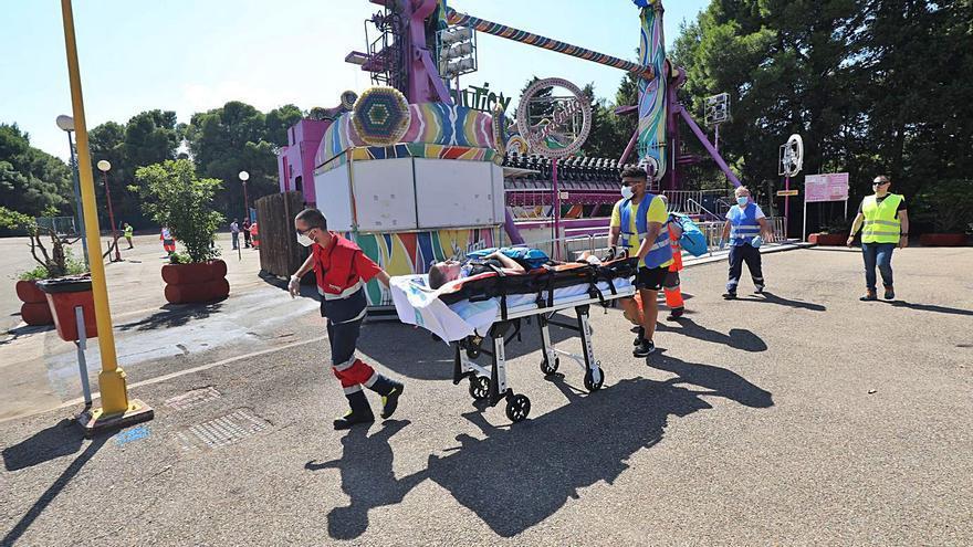 El Parque de Atracciones de Zaragoza finge un accidente para practicar ante posibles incidencias