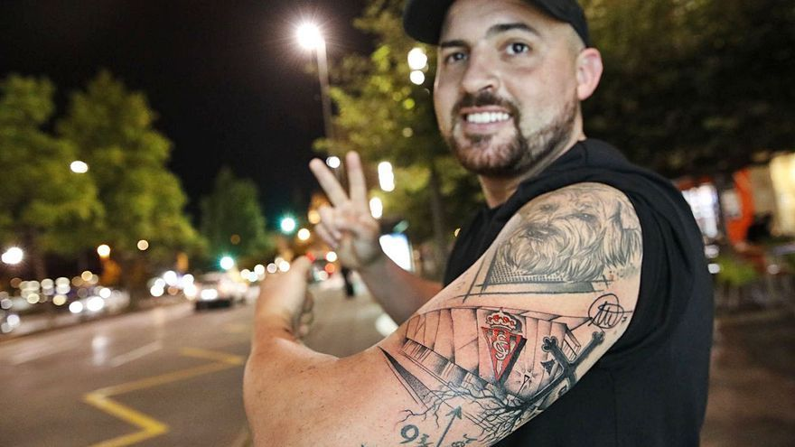 Un malagueño se tatúa El Molinón: Sportinguismo a flor de piel