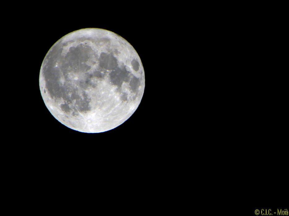 Bonica lluna plena capturada a Moià