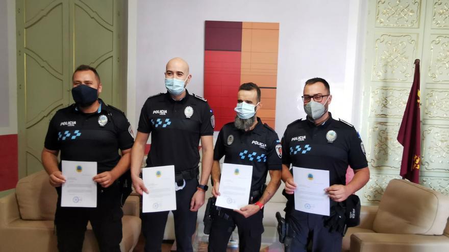 El alcalde de Cehegín felicita a cuatro agentes por su labor en las últimas operaciones llevadas a cabo en el municipio