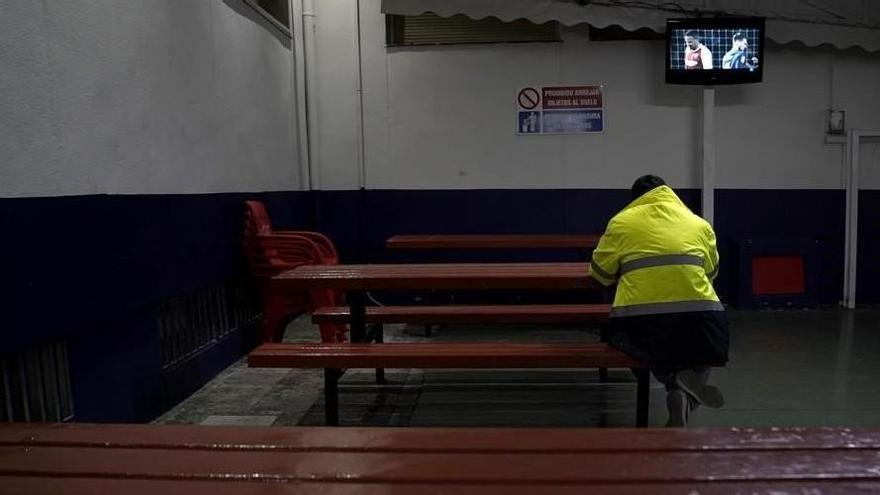 Ruta por la España perimetrada (1): Los camioneros cenan solos