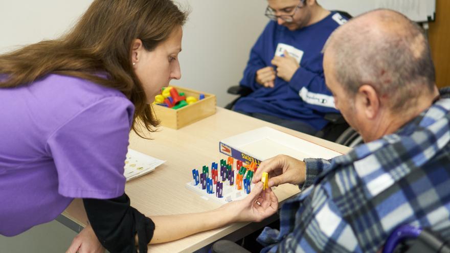 Fundación «la Caixa» ayuda a 60 personas con daño cerebral adquirido en Alicante