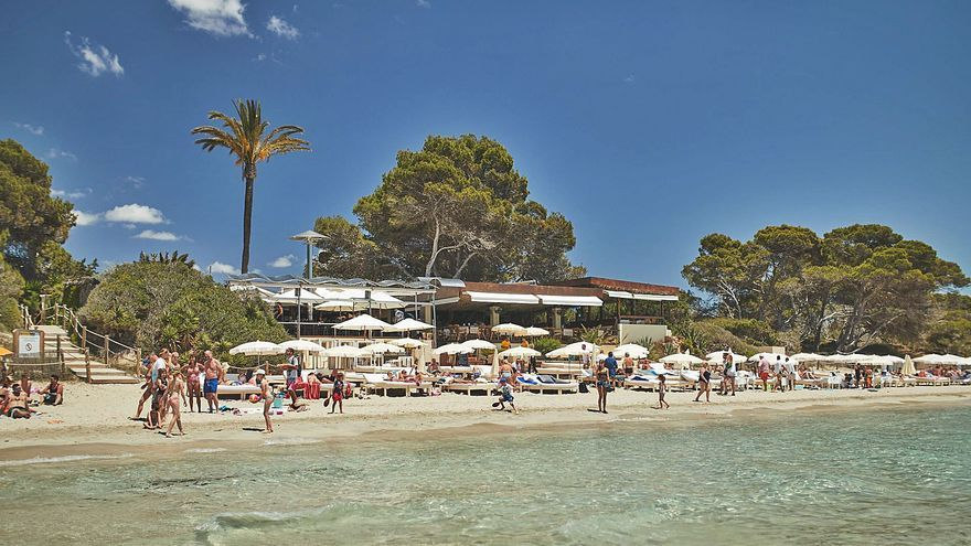La falta de personal por el covid obliga a cerrar a bares y restaurantes de Ibiza