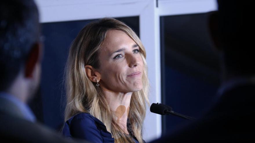 Álvarez de Toledo admet que està «meditant profundament» si deixa l'escó al Congrés