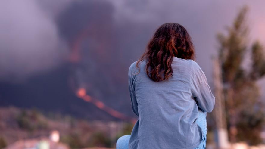 Los palmeros afrontan con tristeza la pérdida de sus hogares, sus negocios y sus recuerdos
