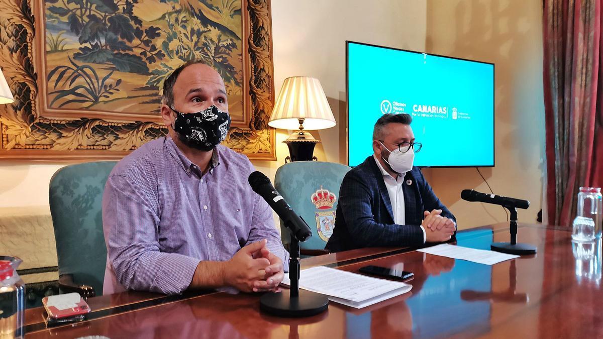 El consejero de Transición Ecológica, Lucha contra el Cambio Climático y Planificación Territorial del Gobierno de Canarias, José Antonio Valbuena (izquierda), y el viceconsejero Miguel Ángel Pérez.