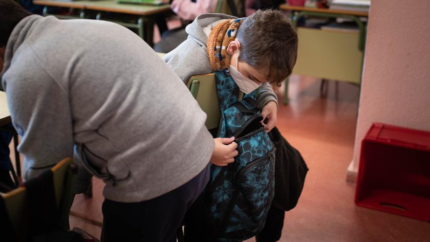 Contratan personal temporal para necesidades urgentes en centros educativos canarios