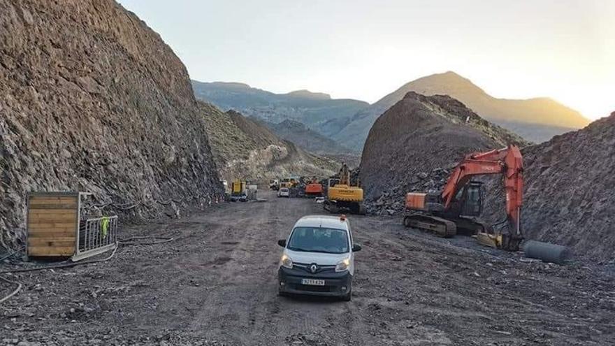 Un brote afecta a 14 trabajadores de la carretera de La Aldea y ralentiza las obras