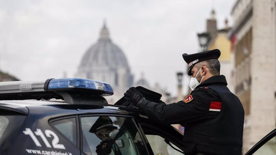 Detenido por acuchillar a cinco personas tras pedirle el billete de bus en Italia