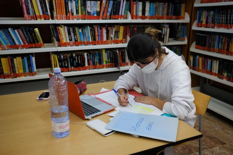 La EBAU llena bibliotecas