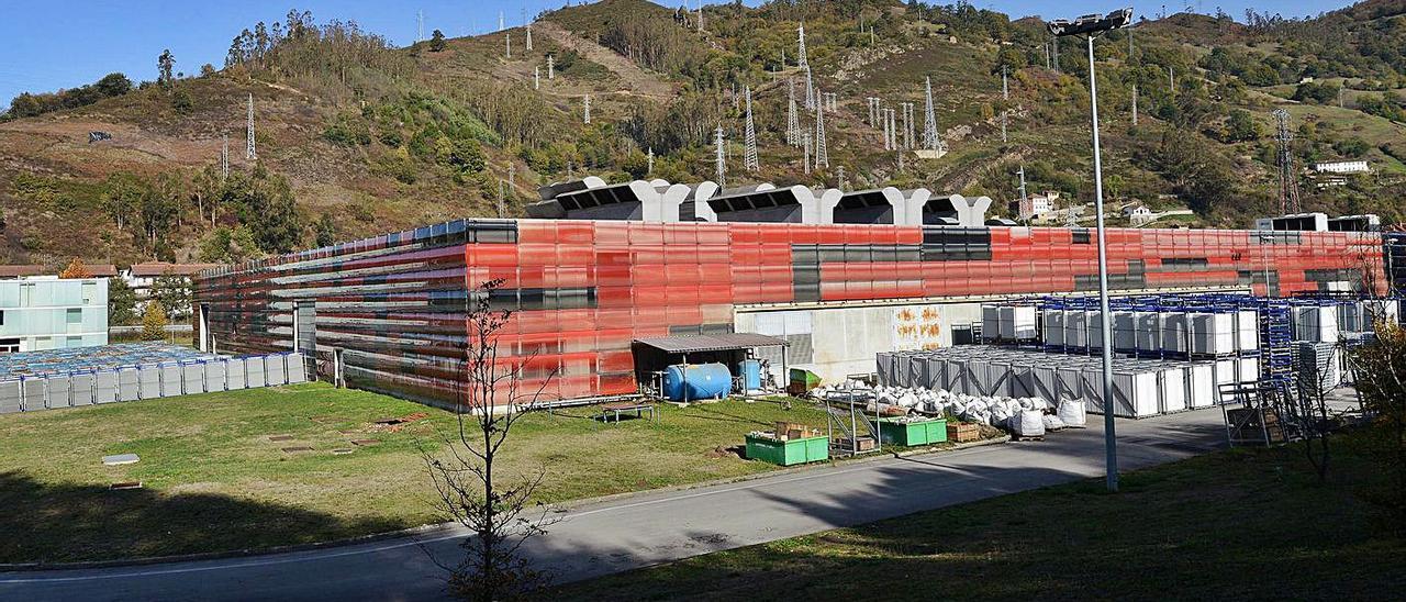 Las instalaciones de Rioglass Solar en el poligono mierense de Sovilla.