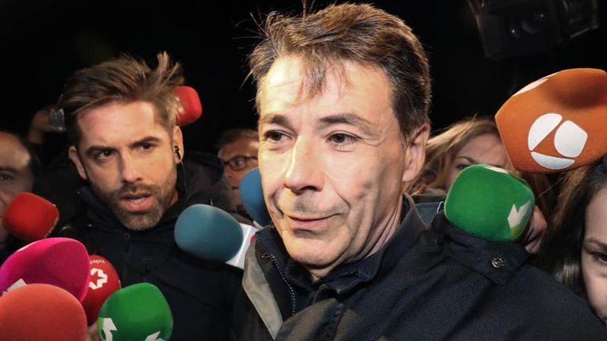 Acusan a González de idear las comisiones pagadas en la compra del Canal