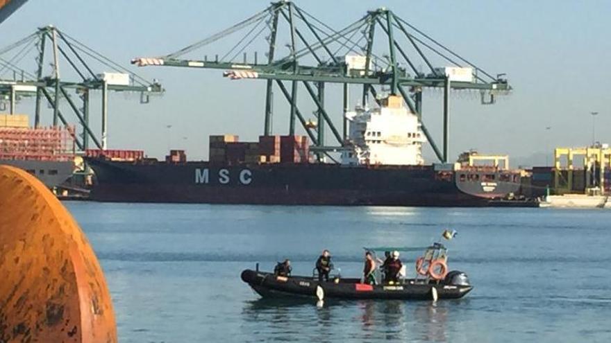 Investigan la muerte en València de dos personas escondidas en un barco argelino