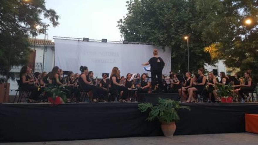La Banda de Mujeres llena Potries  y San Fulgencio de música