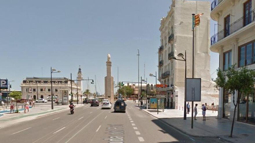 Un motorista fallece al chocar con su Harley contra una farola en València