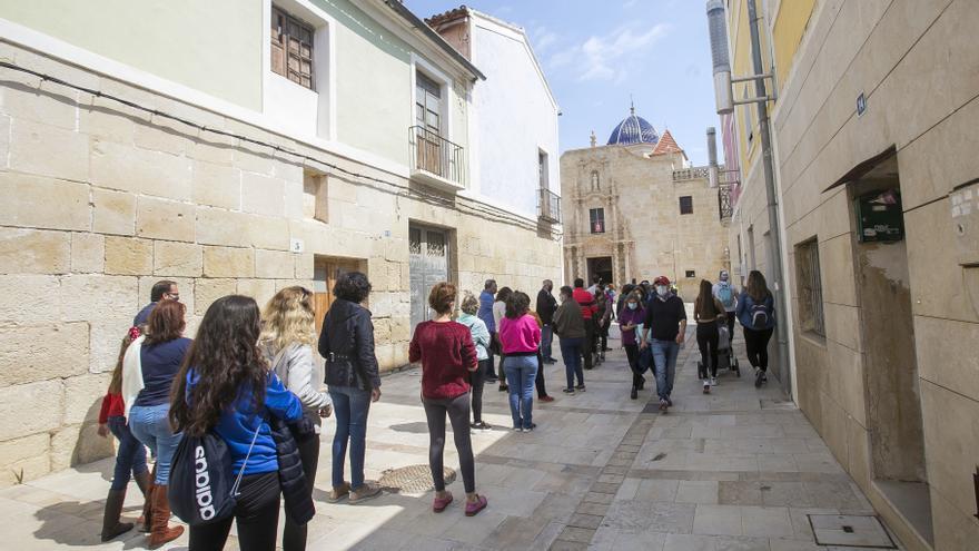 Largas colas en Santa Faz para visitar la Reliquia