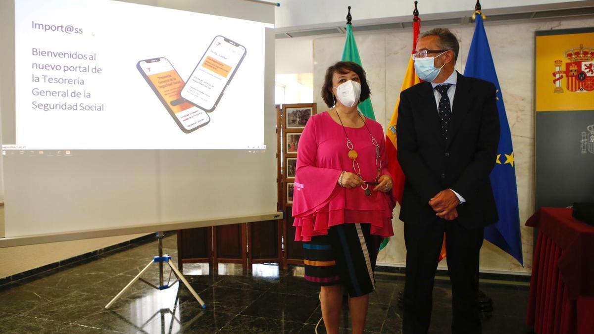 Rafaela Valenzuela y Joaquín de Egea, durante la presentación del nuevo portal Import@ss