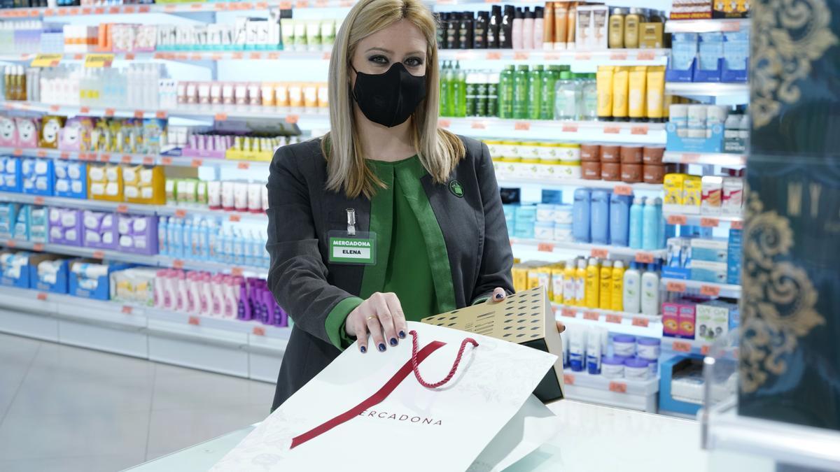 Una trabajadora de Mercadona.