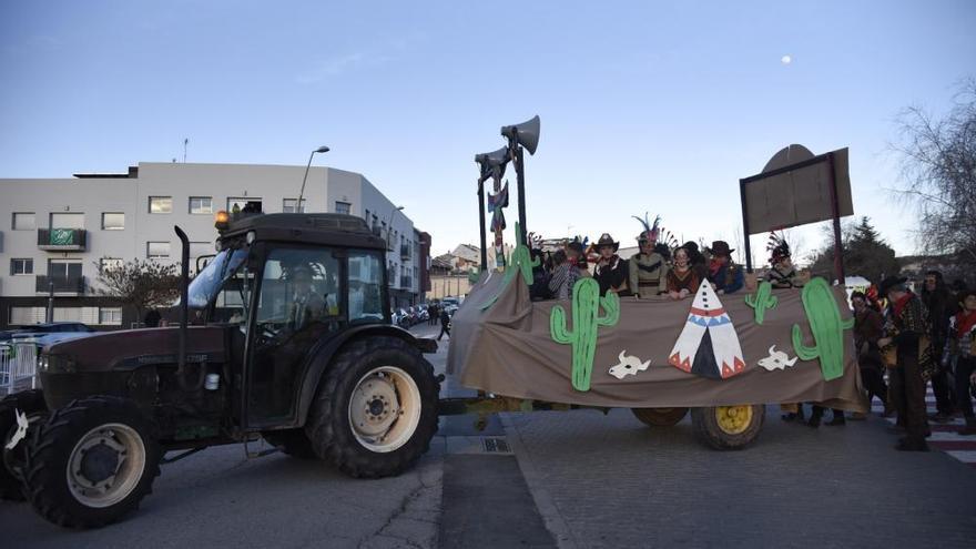 Artés tanca els carnavals del Bages amb una quinzena de comparses