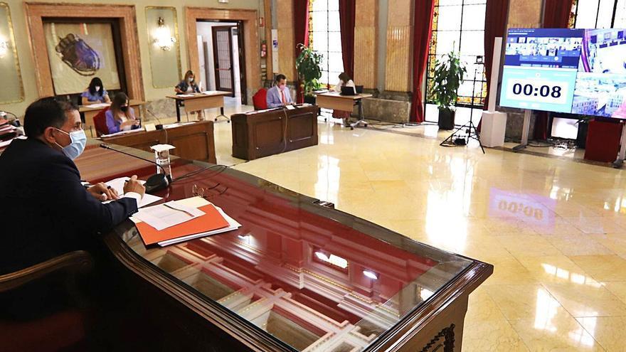 El PSOE se pone de parte de Adif y se abstiene en la moción de apoyo a la línea Murcia-Águilas