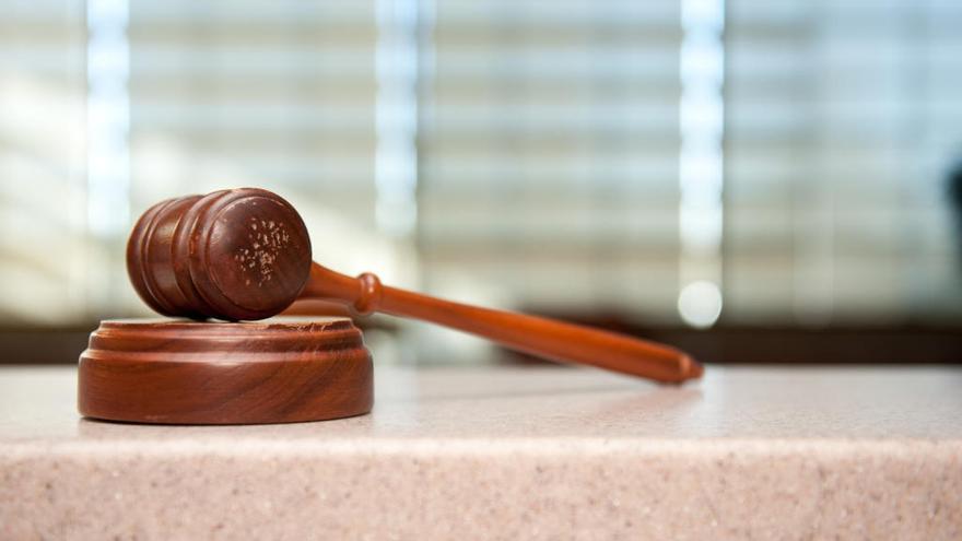 El portero de un club de alterne acuerda un año de cárcel por agredir a un cliente