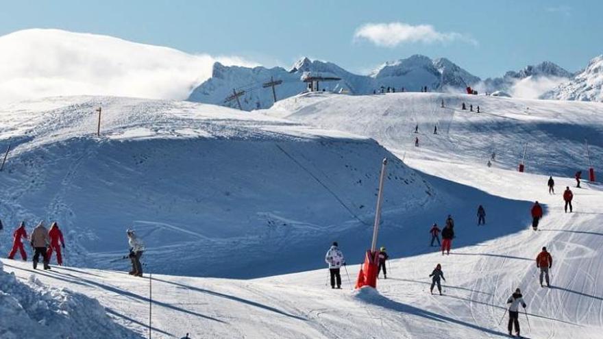 Polémica por el uso de un helicóptero para mover nieve en Francia