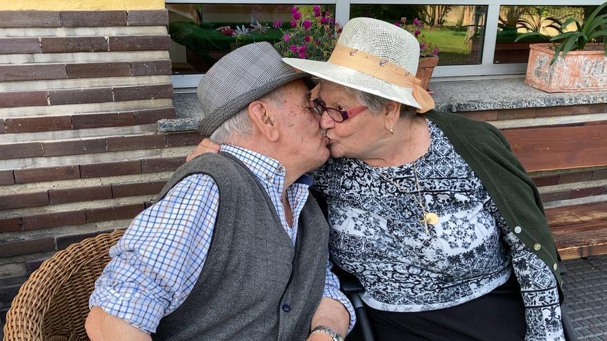 """Los geriátricos, sin mascarilla: """"Por fin se nos verá la cara y a ver si podemos bailar"""""""