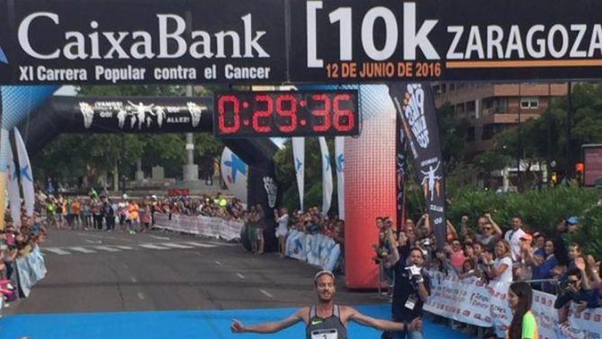 Triunfo y récord para Toni Abadía en la 10K