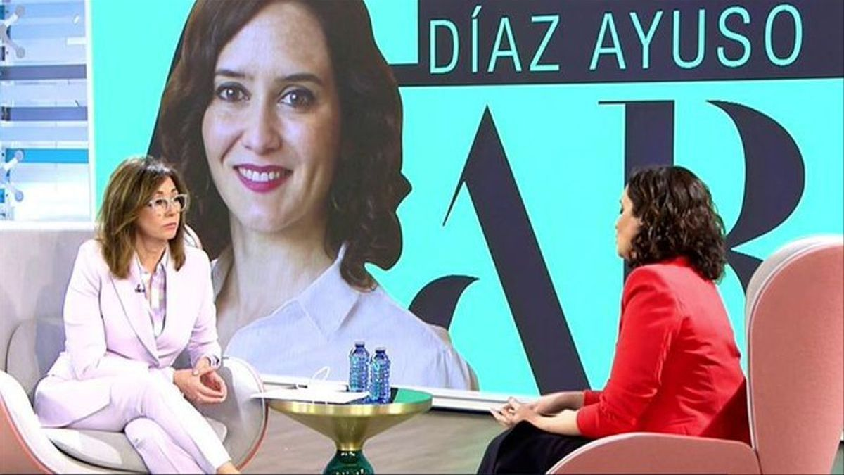 Isabel Díaz Ayuso durante su entrevista con Ana Rosa Quintana