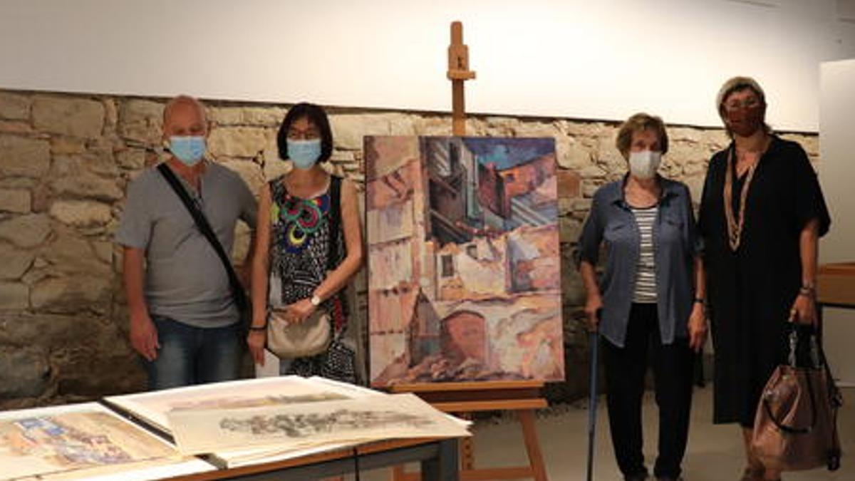 Autoritats i representants de la família de Jaume Casacuberta durant la donació de l'obra